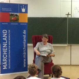 Märchenstunde mit Bundesministerin Barbara Hendricks